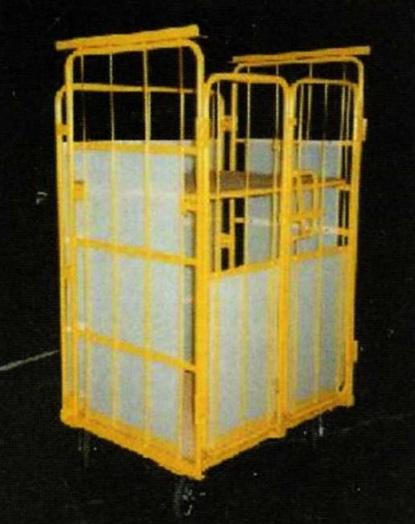 スタッキング・荷崩れ防止ダンプラ貼り・脱着式中間棚・正面観音扉仕様
